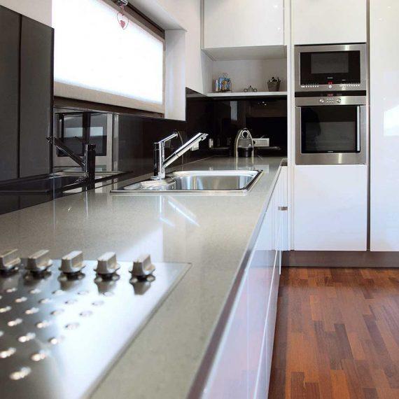 Dettaglio piano cucina in silestone per abitazione privato