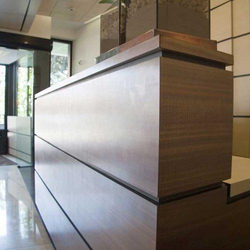 Bancone reception per uffici ditta farmaceutica Monza