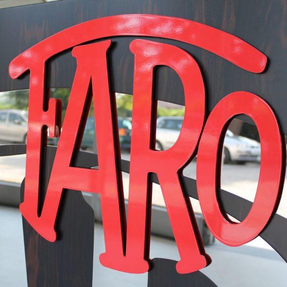 Logo applicato in rilievo realizzato in acciaio verniciato a fuoco