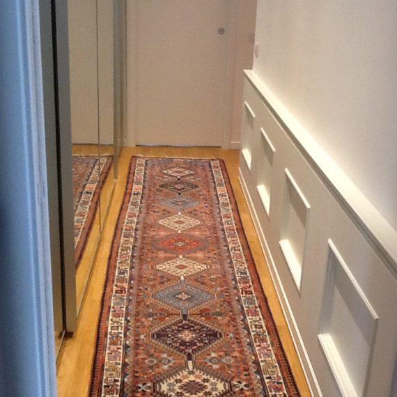 Boiseire laccata opaco bianco per abitazione privata con lavorazione a bugna