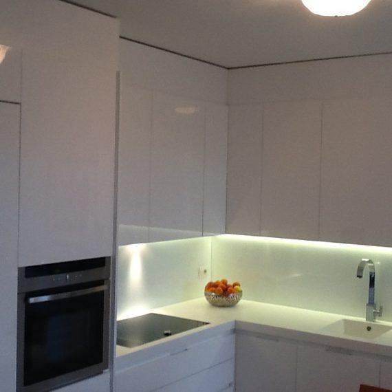 Cucina realizzata su misura laccata lucido
